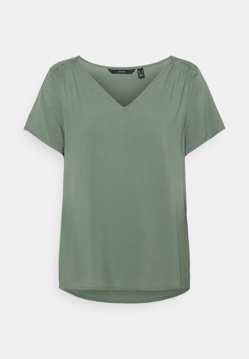 Vero Moda - VMNADS SHOULDER FRILL - Camiseta básica - laurel wreath