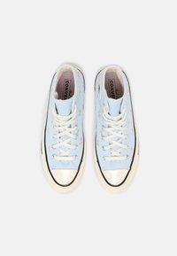 Converse - CHUCK 70 EMBROIDERED GARDEN PARTY - Zapatillas altas - chambray blue/egret/black - 5