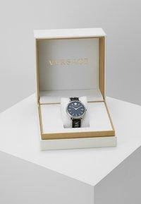 Versace Watches - CIRCLE LOGOMANIA EDITION - Watch - black - 3