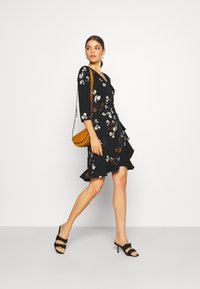 Vero Moda - VMHENNA WRAP DRESS - Kjole - black - 1