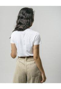 Brava Fabrics - WILD ZEBRA - Print T-shirt - white - 2