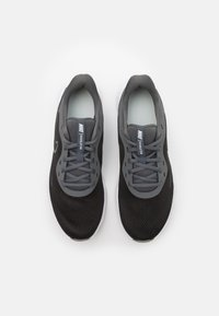 Nike Performance - REVOLUTION 5 - Zapatillas de running neutras - black/iron grey/light army - 3