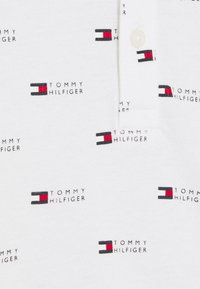 Tommy Hilfiger - BABY FLAG PRINTED UNISEX - Polo shirt - white - 2