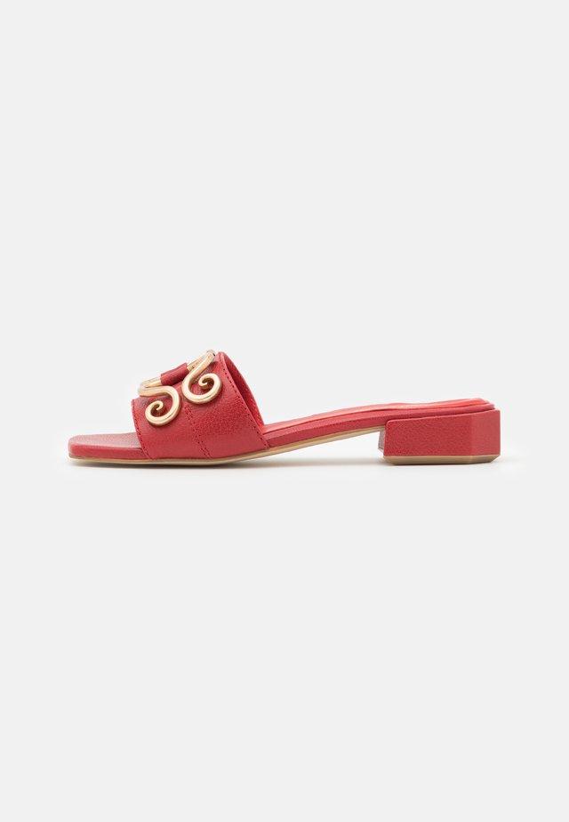 Sandaler - bueno rosso