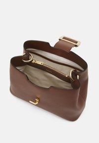 Bally - JANELLE - Handbag - cuero - 3