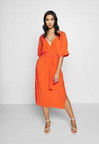 YAS - YASOLINDA  - Denní šaty - tigerlily - 0