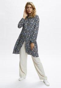 Denim Hunter - Day dress - total eclipse flora print - 1
