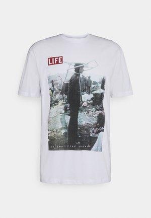 ONSLIFEMAGAZINE TEE - T-shirt print - white