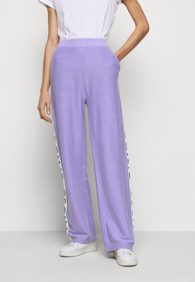 JUTTA - Trousers - lavender