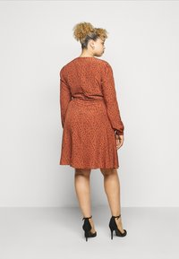 Glamorous Curve - LONGSLEEVE TEA DRESS - Day dress - rust/black - 2