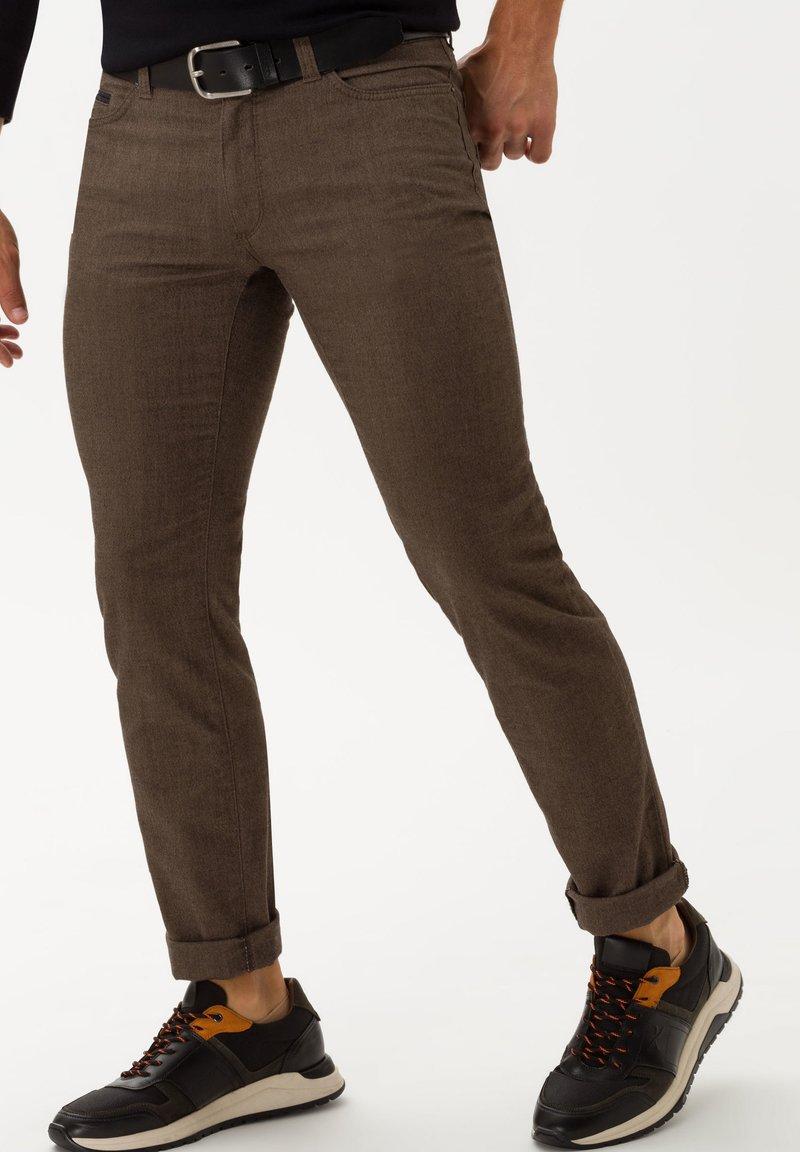 BRAX - STYLE CADIZ C - Trousers - toffee