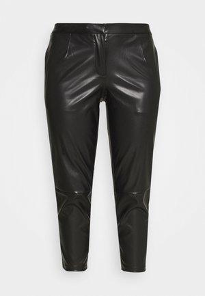PCROOT CROPPED PANTS CURVE - Bukse - black