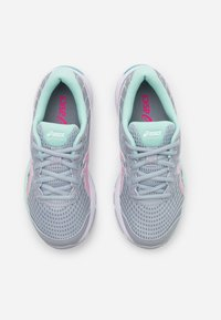 ASICS - GEL-CUMULUS 22  - Zapatillas de running neutras - piedmont grey/pink glow - 3