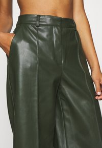 Vero Moda - PAULINA BAMUDA   - Shorts - khaki - 4