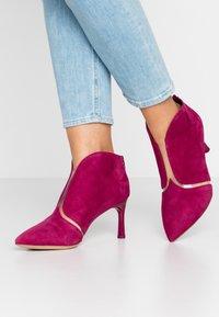 Tamaris - Boots à talons - cranberry - 0