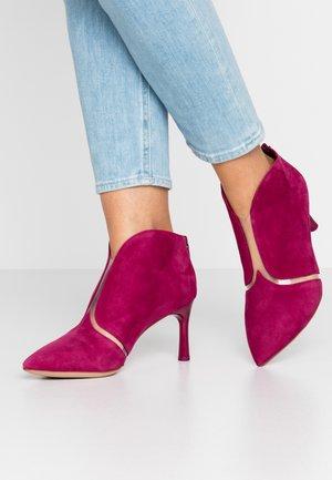 Kotníková obuv - cranberry