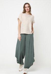 Madam-T - Pantalon classique - grün - 1
