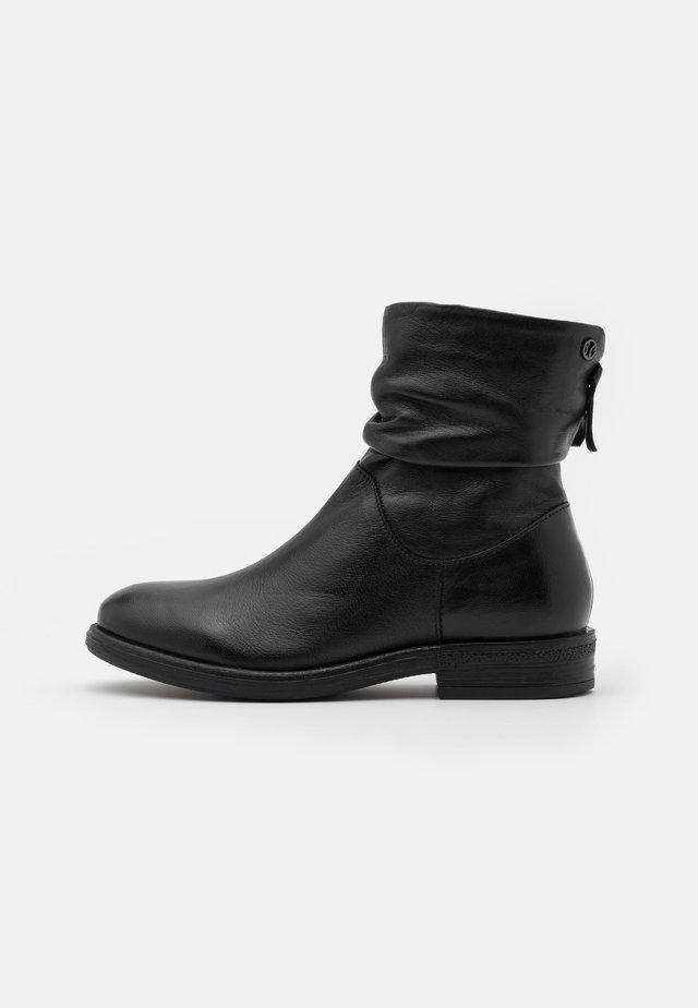 BOOTS - Nilkkurit - black
