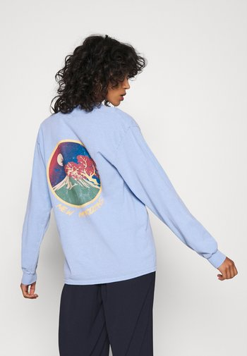 SKATE GRAPHIC TEE - Long sleeved top - baby blue
