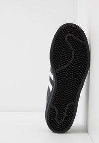 adidas Originals - SUPERSTAR - Sneakers laag - core black/footwear white/collegiate royal - 4