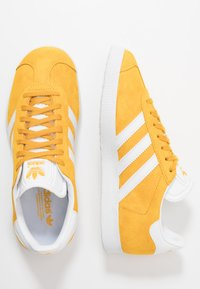 adidas Originals - GAZELLE - Sneakers laag - active gold/footwear white - 1