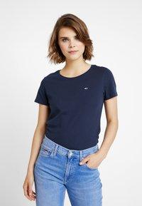 Tommy Jeans - SOFT TEE - Camiseta básica - black iris - 0