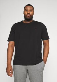 Tommy Hilfiger - T-shirt med print - black - 0