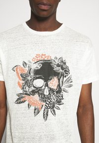 Be Edgy - BECHUCK - Print T-shirt - white - 4