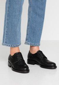 lilimill - VIENNA - Šněrovací boty - fred nero - 0