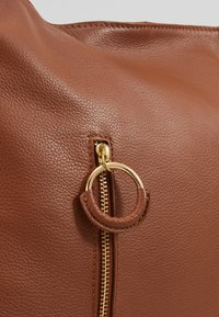 Zign - LEATHER SHOULDER BAG / BACKPACK - Reppu - cognac - 2