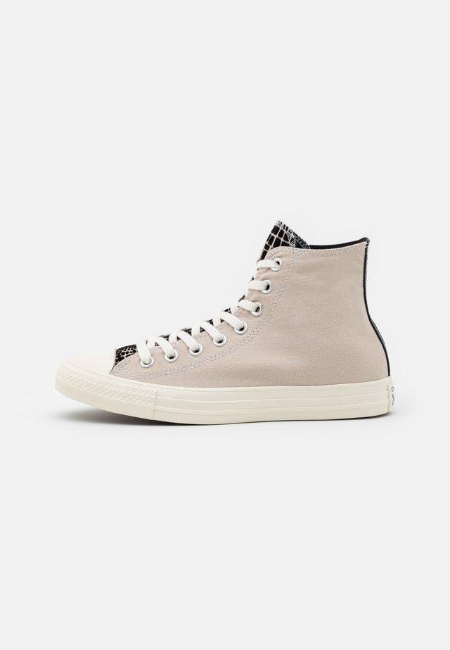 CHUCK TAYLOR ALL STAR CROC PRINT - Sneaker high - string/black/egret