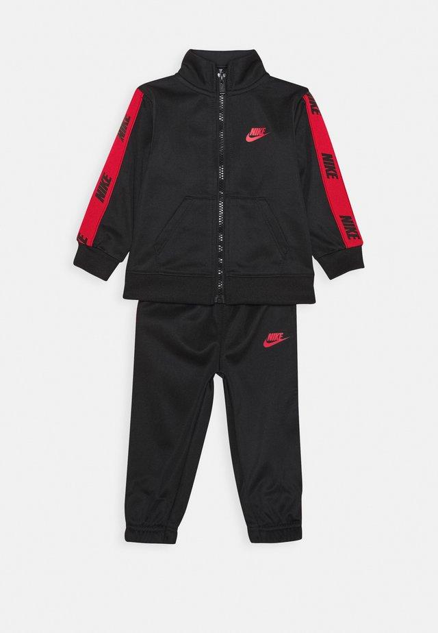 SET - Trainingsanzug - black