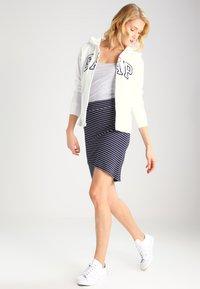 GAP - veste en sweat zippée - white - 1