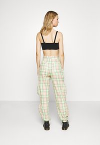 The Ragged Priest - SYMBOL PANT - Cargobukse - lime/pink - 2
