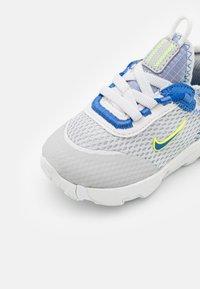 Nike Sportswear - RT LIVE UNISEX - Trainers - grey fog/game royal/platinum tint/iron grey - 5