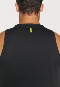 Under Armour - CURRY PERFORMANCE TANK - Top - black - 4
