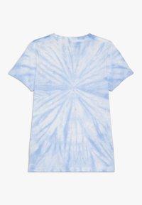 Scotch & Soda - TIE DYE AND ARTWORKS - Print T-shirt - sky blue - 1