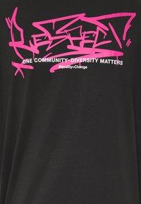 YOURTURN - Print T-shirt - black - 3