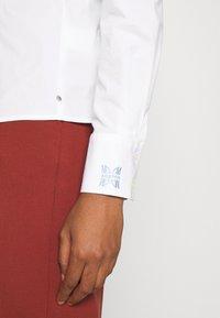 Scotch & Soda - SLIM FIT CLASSIC SHIRT - Button-down blouse - white - 5