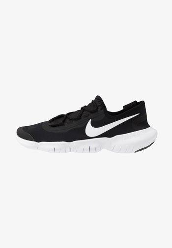FREE RN 5.0 2020 - Minimalist running shoes - black/white/anthracite