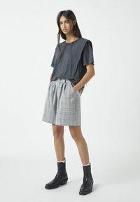 PULL&BEAR - Basic T-shirt - dark grey - 1