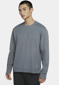 Nike Performance - DRY CREW RESTORE - Sweatshirt - iron grey/heather/black - 0