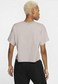 Nike Sportswear - Print T-shirt - silver lilac/black - 2
