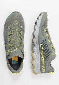 La Sportiva - HELIOS III - Trail running shoes - clay/citrus - 1