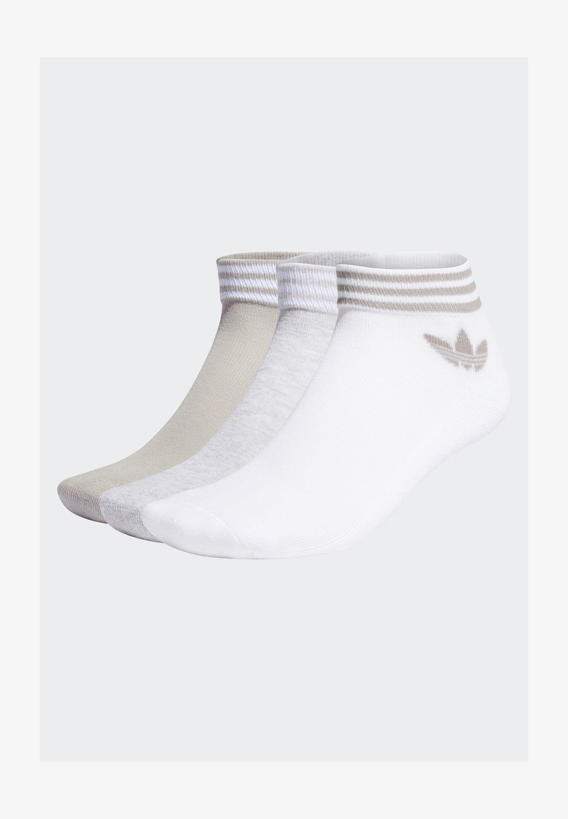 adidas Originals - TREFOIL ANKLE SOCKS HALF-CUSHIONED ADICOLOR - Trainer socks - white/light grey heather/mgh solid grey
