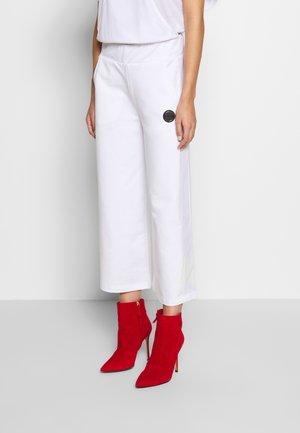 LADIES PANTS - Trousers - white