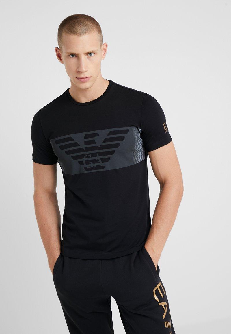 EA7 Emporio Armani - T-shirt con stampa - black