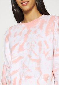 New Look - TIE DYE  - Sweatshirt - mid pink - 4