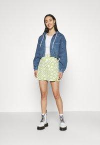 BDG Urban Outfitters - LEA PATCH POCKET CROP JACKET - Denim jacket - dark vintage - 1