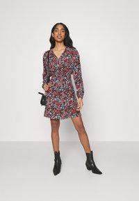 ONLY - ONLTAMARA DRESS - Denní šaty - black - 1